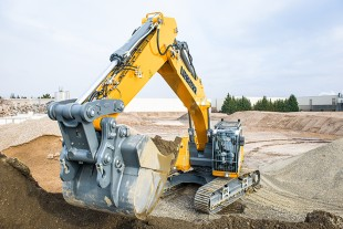 The new R 946 crawler excavator from Liebherr features a Liebherr diesel engine that delivers 220 kW/299HP