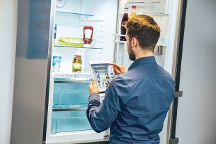 A smart refrigerator that can think: Liebherr is developing a self-learning system for its domestic appliances, which provides information on the refrigerator contents, creates individual shopping lists, and offers all kinds of tips on food and nutrition.