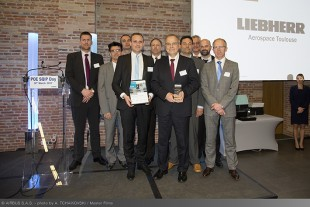 Front row, fltr: Remi Courcol, Team Leader In-Service Program Management, Jean-Luc Maigne, Managing Director, and Fabien Petit, Quality Security Environment Director, received the award on behalf of Liebherr-Aerospace Toulouse SAS