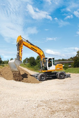 The A 904 C wheeled excavator was designed for maximum productivity.