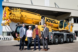 From left to right: Florian Maier (Liebherr-Werk Ehingen GmbH), Marlene Knoll, Hans-Peter Knoll (both from Knoll GmbH & Co.KG), Dieter Walz (Liebherr-Werk Ehingen GmbH)