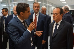 François Hollande with the manager of Liebherr-Aerospace's site in Campsas - © Liebherr