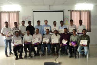 Employees from the Indian Liebherr plant in Pune celebrate their five-year anniversary of working with the company.