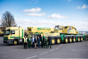 From left to right: Ralf Plättner, Wilhelm Dyck, Michael Schmitz (all from HKV Schmitz und Partner GmbH), Erich Schneider (Liebherr-Werk Ehingen GmbH), Herbert Schmitz, Günter Niedermeier, Josef Forsbach, Thomas Müller (all from HKV Schmitz und Partner GmbH)