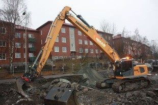 R 936 Multi User crawler excavator developed with the Liebherr-France SAS design office.