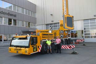 Franc Delepierre, Philippe Porret (both from VHB SA) and Marc Bollinger (Liebherr-Baumaschinen AG) at the handover of the MK 140 in Reiden.