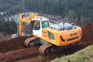 Another benefit of the machine when working on slopes and embankments is its particularly good stability thanks to the counterweight of 6.3 tonnes.