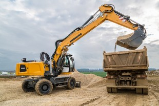 Powerful and economic: The Liebherr A 924 Litronic wheeled excavator