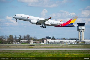Asiana Airlines (South Korea) received its first A350-900 in April 2017. – © Airbus S.A.S. 2017 – photo by P. Pigeyre/master films