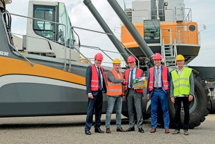 Representatives from Kloosterboer and Liebherr celebrated the official hand-over of the new Liebherr port equipment to handle fruits in Vlissingen