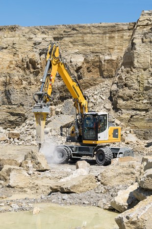 High-performance and efficient: the Liebherr A 924 Litronic wheeled excavator