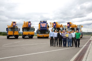 From left to right: Georg Reinbold (Liebherr-Werk Ehingen GmbH), Juan Miguel Rodriguez (Eurogruas), Christoph Kleiner (Liebherr-Werk Ehingen GmbH), Jose Antonio Martinez, Valeriano Martinez (both from Eurogruas Valeriano), Tobias Böhler (Liebherr Iberica S.L.), Miguel Angel Martinez (Eurogruas Valeriano)