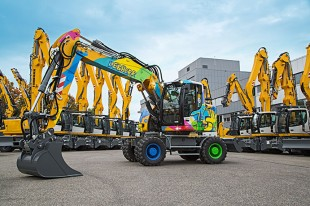To mark the special occasion, the 75,000th excavator from Liebherr, a A 918 Compact Litronic, received a very special design: The anniversary machine was designed by the graffiti artist MadC.