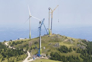 Idyllic – two of the three LTM 1750-9.1 mobile cranes in the mountains. The crane in the foreground has the generator on its hook.