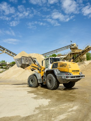 The new L 580 XPower® wheel loaders have made an impression at Willy Dohmen with their low consumption and high reliability.