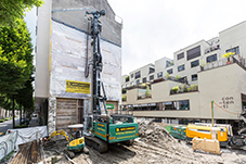 The piling and drilling rig type LRB 18 from Liebherr convinces with its compact design.