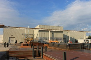 10 000 tonnes of steel are annualy delivered in front of the hall 2.