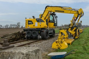 With LIKUFIX the productivity of the Liebherr railroader increases significantly: This makes it possible to change tools quickly and securely from the cab at the touch of a button.
