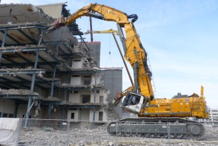 Europe's biggest demolition excavator in action