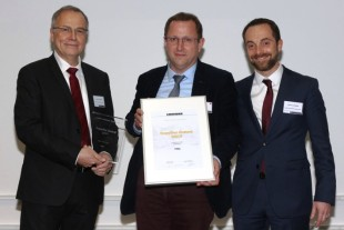 "Jean-Luc Maigne, Managing Director (left), and Antoine Lagarde, Purchasing Director (right) of Liebherr-Aerospace Toulouse SAS, handed over the ""Best Performer Award"" to the company representative of PMA."
