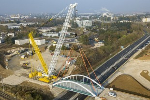 Mediaco's used Liebherr LR 1600/2 crawler crane is used for a bridge construction job in Blois.