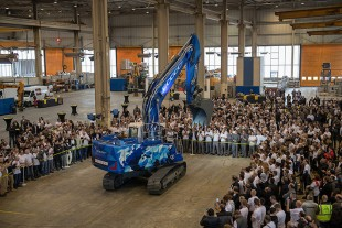 The 60,000th crawler excavator by Liebherr-France SAS was presented to all staff on 1st March.