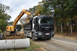 The first Liebherr R 936 Compact crawler excavator in Belgium has been delivered to Elboka N. V.