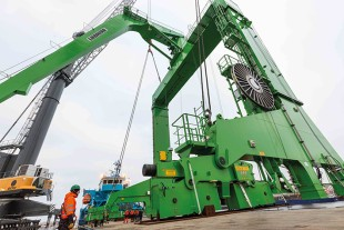 Tailor-made Liebherr type CBW-F 3450 ship crane