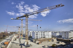 Three brand-new EC-B cranes are building a residential complex in the Munich trade fair town of Riem.