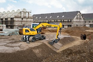 Liebherr's new A913 Compact Litronic: very agile and flexible thanks to four-wheel-steering and crab steering.