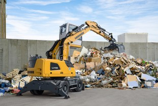 The new LH 18 M Industry material handling machine from Liebherr is especially designed for recycling applications.