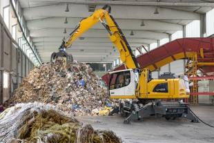 Efficient and environmentally-friendly thanks to electric drive technology: the Liebherr LH 26 M Industry.