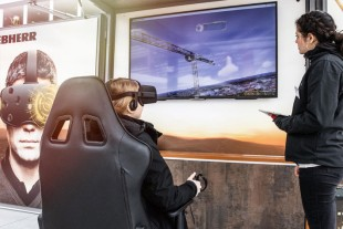 In the Liebherr Tower Crane World a virtual construction site in Munich is accessible via VR-glasses.