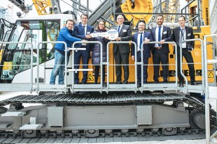 With Abando, Liebherr-Werk Nenzing GmbH carried out the first handover of keys at Bauma.