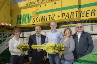 From left to right: Gabriele Schmitz (HKV Schmitz and Partner GmbH), Erich Schneider (Liebherr-Werk Ehingen GmbH), Michael Schmitz, Yvonne Schmitz, Herbert Schmitz (all from HKV Schmitz and Partner GmbH).