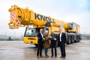 From left to right: Dieter Walz (Liebherr-Werk Ehingen GmbH), Marlene Knoll, Hans-Peter Knoll (both from Knoll GmbH & Co.KG), Florian Maier (Liebherr-Werk Ehingen GmbH)