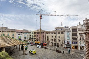 The MK 88 doing renovation work in Granollers on the famous square