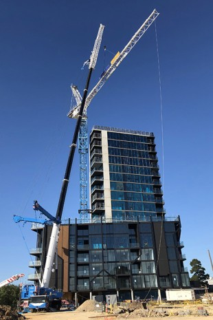 For its first job, the LTM 1350-6.1 erected a tower crane.