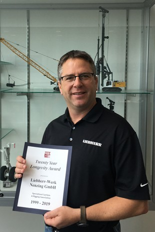 Wolfgang Herzog, of Liebherr USA Co., received the Award on behalf of Liebherr-Werk Nenzing.
