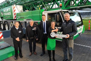 f.l.t.r.: Bill Houlker, Tom Curran, Thomas Schröder, Aleksandra Meissner (all Liebherr) and Barrie Mabbott (Hi Lift).