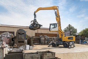 The LH 30 M material handler impresses with precise work, as well as simultaneously fast and powerful movements.