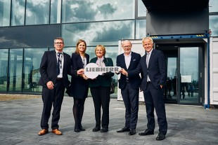 Official handover of new Liebherr sales and service centre in Hamburg Port with members of the family. (from left to right: Jörg Schmidt, Patricia Rüf, Isolde Liebherr, Michael Westhagemann, Jens Meier).