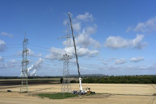 Imposing – its 75 metre telescopic boom enables Wasel's new LTM 1230-5.1 to erect electricity pylons up to 70 metres in height without a fly jib. (also filed in portrait format)