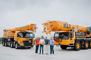 From left to right: Börn Sommer, Alexander Schwald (Liebherr-Werk Ehingen GmbH), Hagen Sommer, Thomas Kronschnabel.