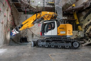 The R 950 Tunnel crawler excavator is used for milling, creating arches and some handling operations.
