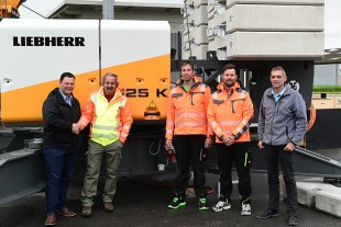 Handover of the Liebherr 125 K fast-erecting crane with Thomas Fanger (Liebherr-Baumaschinen AG), Josef Vogel, Urs Felber, Martin Howeger (all Vogel Kranvermietung GmbH), Daniel Kiefer (Liebherr-Baumaschinen AG).