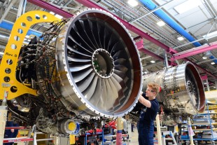 Assembly of the Pearl 700 engine at Rolls-Royce - © Rolls-Royce plc 2019
