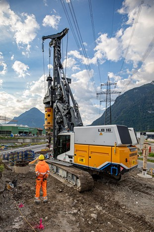Electrifying: The LB 16 unplugged with electro-hydraulic drive can also be used without cables.