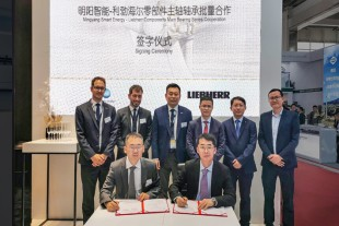Signing of the contract between Liebherr Components and Mingyang Smart Energy.
