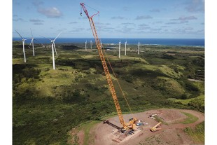 A crawler crane of type LR 11000 has been working in Hawaii for three months.